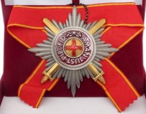Звезда ордена Святой Анны лучевая (с мечами)