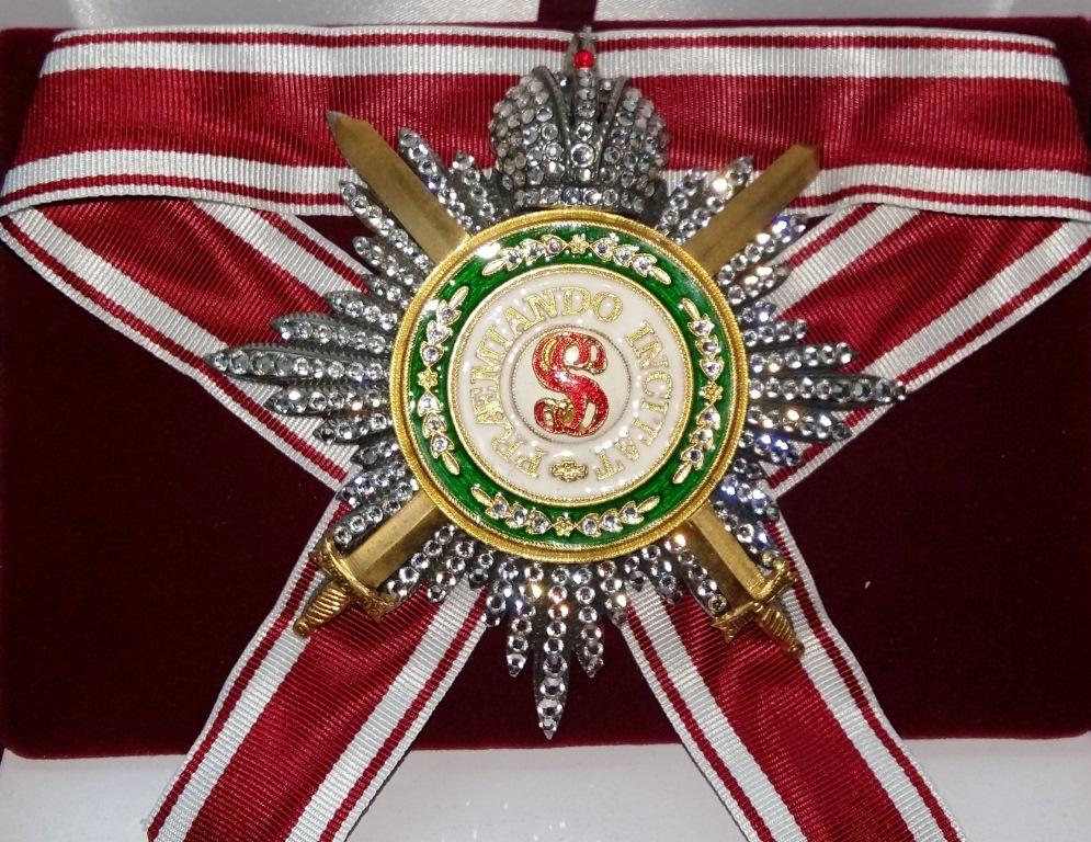 Звезда орд.Св.Станислава (с мечами,с короной,с хрусталем swarovski)